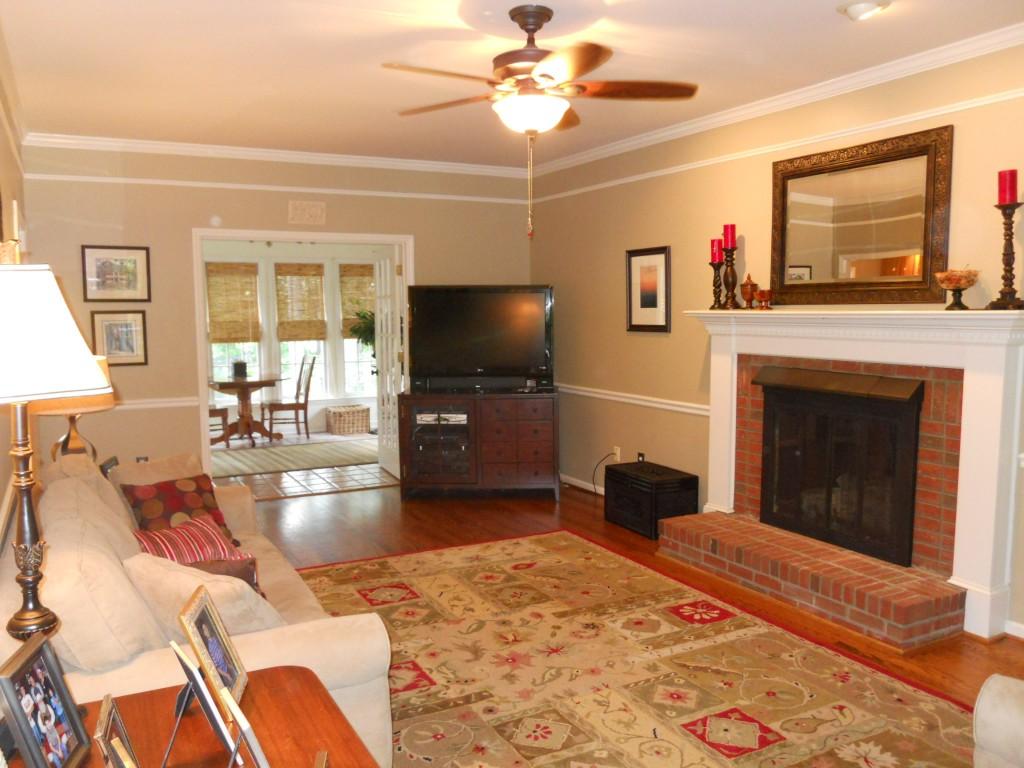 108 Parkcrest living room1