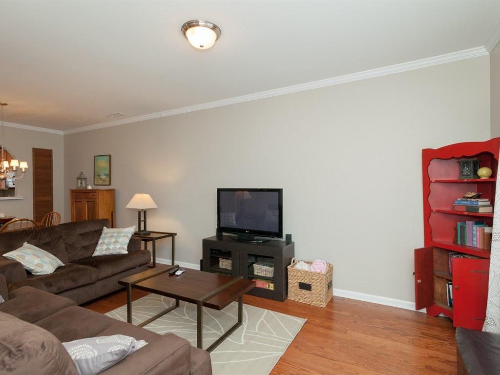 005_Family Room