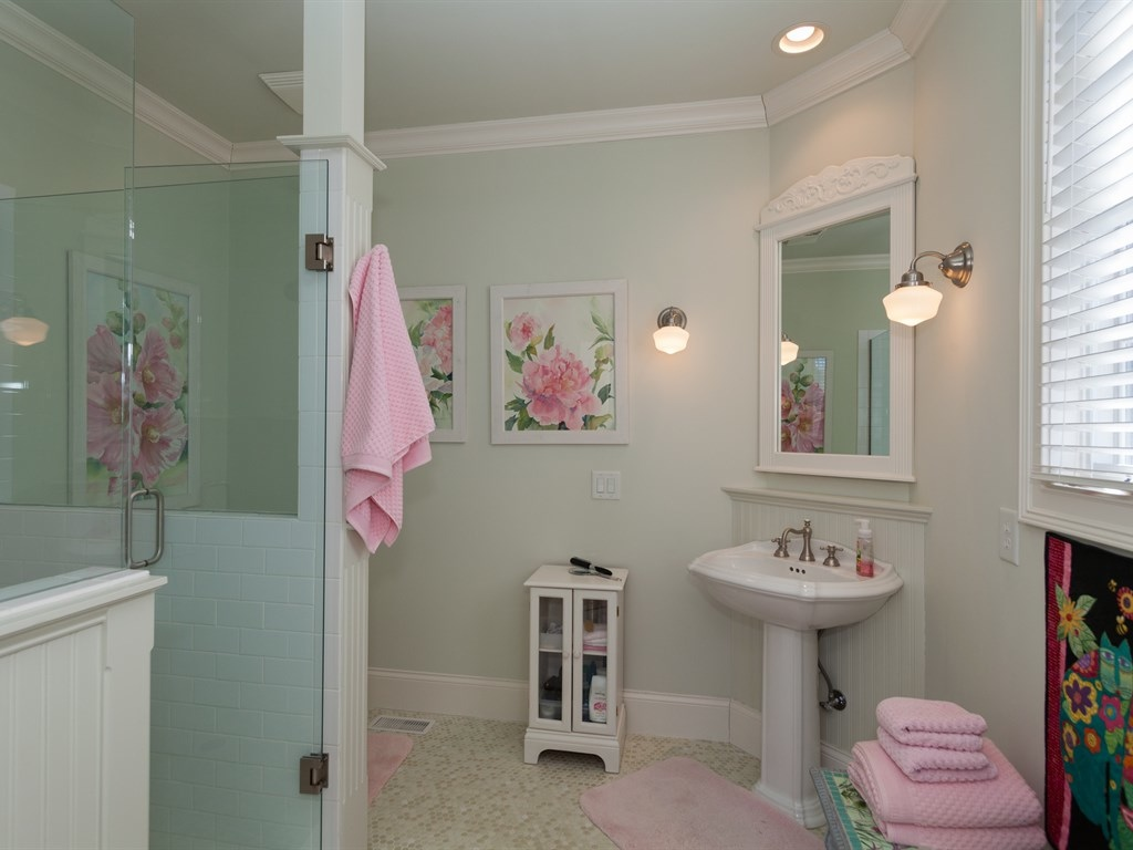 005_Front Master Bath