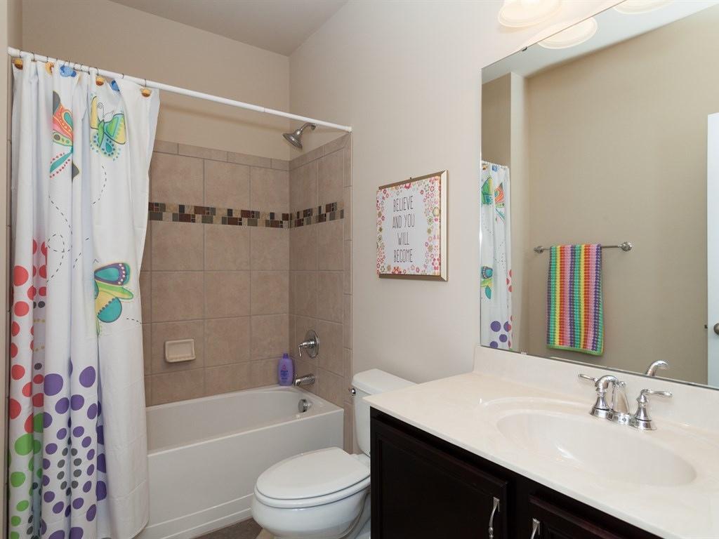 038_Hall Bath