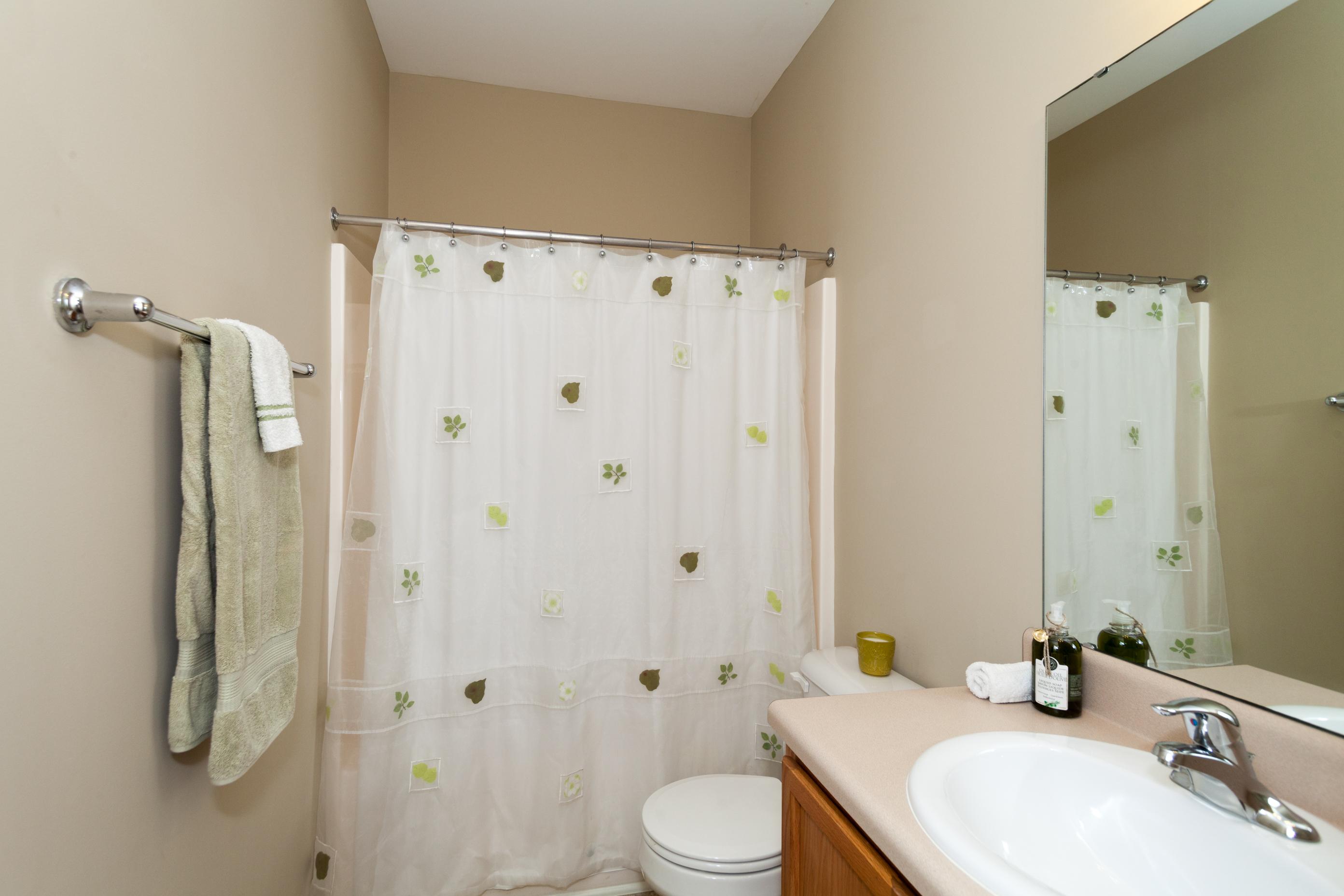 021_Hall Bath