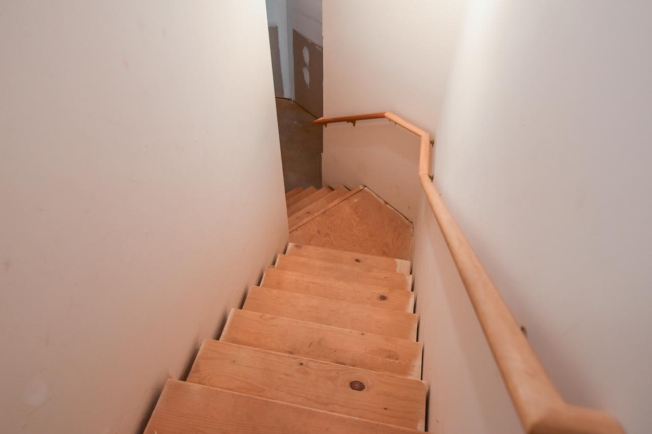 41-walkout-basement-stairs